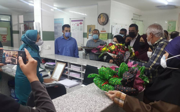 مشاور فرماندار در امور زنان: از ماماهای بیمارستان امیدوار اوز در روز نکوداشت ماما تجلیل شد