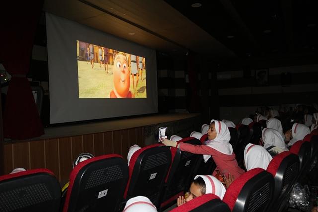 دانش آموزان مدرسه خوشابی برای تماشای انیمیشن بنیامین به سینما فردوسی اوز آمدند