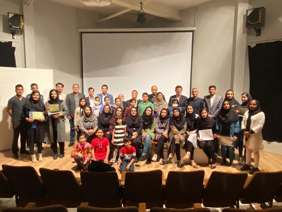 موسسه زبان رسای اوز طی آیینی مدارک دانش آموختگان خود را اعطا کرد