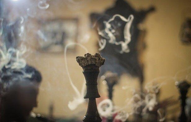دود دخانیــات ونیز قلیان حــاوی بیــش از ۷۰۰۰ مـاده شـیمیایی و حداقـل ۶۹ مـورد از آن سـرطان زاسـت