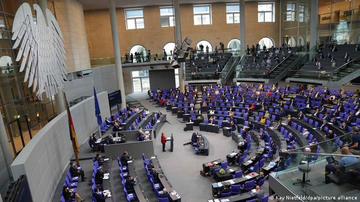 نمایندگان پارلمان آلمان چقدر حقوق و مزایا می گیرند؟